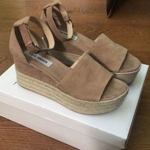 723b9b8a0ab Steve Madden Shoes - Steve Madden Apolo wedge